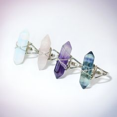 He encontrado este interesante anuncio de Etsy en https://www.etsy.com/es/listing/221473849/fluorite-crystal-point-quartz-ring