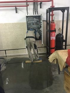 It is time once again for our infamous morning cup of random. Grab your coffee and start your day with some craziness from around the world. Electrician Humor, Safety Fail, Job Fails, Darwin Awards, Crazy Stupid, Crazy Funny, Electrical Safety, You Had One Job, Safety First