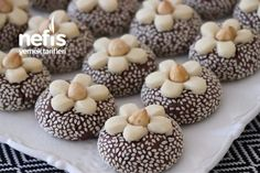 10 These Easy Homemade Donut Holes Ideas Yummy Recipes, Cookie Recipes, Dessert Recipes, Yummy Food, Cake Cookies, Cupcakes, Cookie Videos, Homemade Donuts, Italian Cookies