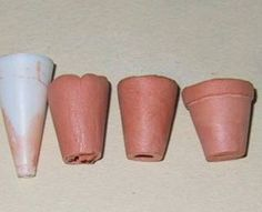 Flowers pots - air dry clay wrapped around plastic cylinder (glue stopper) Fairy Furniture, Miniature Furniture, Minis, Miniature Plants, Miniature Dolls, Polymer Clay Miniatures, Dollhouse Miniatures, Dollhouse Tutorials, Porche