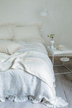 まずは部屋全体のホワイトコーディネートで、浄化しよう。