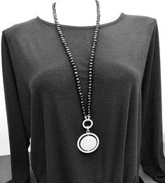 Damen Halskette mit Strassanhänger  #modeschmuck #langehalskette #schwarzeHalskette #glasperlenkette #damenkette Piercing, Pendant Necklace, Jewelry, Fashion, Small Rings, Fashion Jewelry, Moda, Jewlery, Jewerly