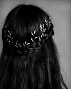 25 Best Warm Black Hair Color Examples You Can Find - Any silver hair accessory. 25 Best Warm Black Hair Color Examples You Can Find - Any silver hair accessory in your black hair will be absolutely stunning and highlighted. Long Hairstyles, Wedding Hairstyles, Classy Hairstyles, Reign Hairstyles, Hair Color For Black Hair, Black And Silver Hair, Long Black Hair, Hair Goals, Hair Inspiration