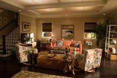 Nice shot of Jules' living room on Cougar Town.  Love the colors & breezy vibe.