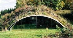 So komfortabel lebt es sich im Erdhaus (Bild: C. Riegler) Mehr (How To Build A Shed With A Loft) Earthship, Building A Shed, Green Building, Quonset Hut Homes, Earth Sheltered Homes, House In Nature, Underground Homes, Dome House, Earth Homes