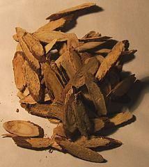 Licorice Root is one of the few herbs that's been proven (in almost 200 clinical trials!) to be a true herbal healer. It can treat everyday ailments like heartburn, gingivitis, and eczema. It can treat larger ailments like menopause, bronchitis, and herpe Candida Albicans, Herbal Remedies, Natural Remedies, Health Remedies, Natural Kitchen, Healing Herbs, Medicinal Plants, Herbal Medicine, Green Juices