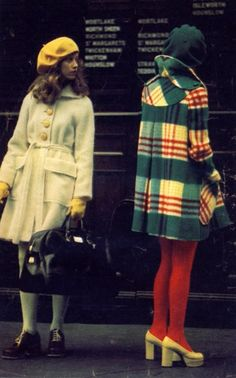 coat+tights+shoes=perfect - 70s Vintage Fashion Inspiration