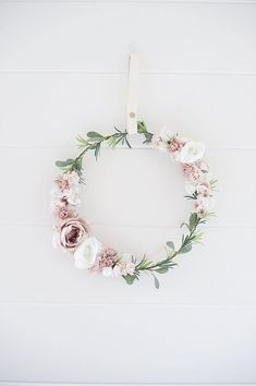 The beautiful modern blush filled flower wreath is a lot of wonderful flowers! - The beautiful modern blush filled flower wreath is a lot of wonderful flowers! Wreaths For Front Door, Door Wreaths, Diy Wreath, Snowflake Wreath, Wreath Hanger, Flower Girl Wreaths, Deco Nature, Greenery Wreath, Floral Hoops