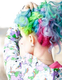 http://www.flickr.com/photos/wisely-chosen/ gorgeous rainbow hair