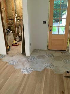 35 Stunning Hexagon Tile Transitions Design - Modern Home Design Tile To Wood Transition, Transition Flooring, Style At Home, Wood Floor Design, Hexagon Tiles, Hex Tile, Hexagon Shape, Tiling, Design Case