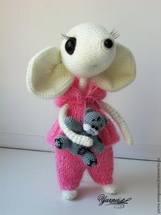 Crochet mouse Polly (17cm) holding timy amigurumi teddy. (Pattern available to purchase but sadly not in English).