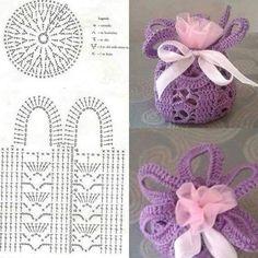 Crochet Basket For Souvenirs And Decoration >> free graph/patternAccesories Archives - Beautiful Crochet Patterns and Knitting Patterns- Diversamente Crochet By MaryRose Crochet Sachet, Free Crochet Bag, Crochet Shell Stitch, Crochet Chart, Filet Crochet, Crochet Gifts, Crochet Doilies, Crochet Flowers, Beau Crochet