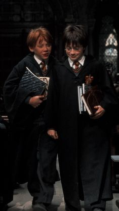 Harry James Potter, Magie Harry Potter, Ron And Harry, Cute Harry Potter, Harry Potter Icons, Mundo Harry Potter, Harry Potter Tumblr, Harry Potter Pictures, Harry Potter Cast