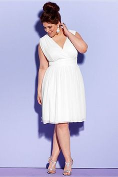 Simple Informal Short Chiffon Wedding Dress For Plus Size Bride.