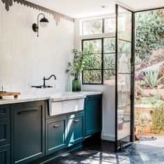 Uplifting Kitchen Remodeling Choosing Your New Kitchen Cabinets Ideas. Delightful Kitchen Remodeling Choosing Your New Kitchen Cabinets Ideas. Home Interior, Kitchen Interior, New Kitchen, Kitchen Dining, Kitchen Decor, Kitchen Ideas, Boho Kitchen, Art Deco Kitchen, Rustic Kitchen