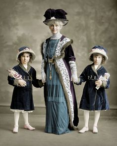 Shorpy Historical Photo Archive :: Just Us Girls (colorized): 1910