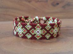 rotes Makrame Freundschaftsband Armband für von Kreativprodukte, €10.90