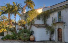 A classic George Washington Smith house (Casa del Herrero) in Montecito, CA.