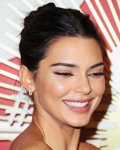 See Kendall Jenner's Best looks and Outfits in this great file to get inspired by the it-model iconic style. Kendall Jenner Woodland Hi. Kendall And Kylie, Kendall Jenner Make Up, Kris Jenner, Kendall Jenner Nails, Kendall Jenner Bikini, Kendall Jenner Instagram, Kylie Jenner Outfits, Trajes Kylie Jenner, Kylie Jenner Makeup