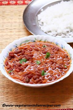 Kashmiri rajma masala curry is a tasty side dish for rice made with kidney beans. It is a wonderful dish from Kashmir. There are two varieties of rajma available: one is the red variety from Kashmir and the other is from Punjab. Kidney Bean Curry, Beans Curry, Kidney Beans, Vegetarian Gravy, Vegetarian Recipes, Cooking Recipes, Vegetarian Curry, Curry Recipes, Veg Curry