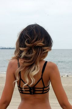 Love the extreme ombre. & the bikini is adorable.