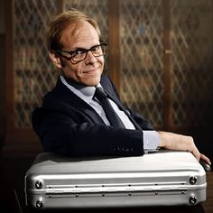 The gear and equipment used by Alton Brown