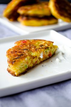 Zucchini fritters with carrot, red bell pepper and feta. A great twist on classic zucchini fritters. A perfect treat for parties! You can even make vegetarian burgers with these. Zucchini Muffins, Zucchini Fritters, Vegetable Recipes, Vegetarian Recipes, Cooking Recipes, Healthy Recipes, Vegetarian Burgers, Feta, Good Food