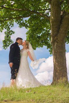 Romantisk gårdsbryllup på Øvre-Eide Gård. Bergen, Eid, Wedding Dresses, Fashion, Bride Gowns, Wedding Gowns, Moda, La Mode, Weding Dresses