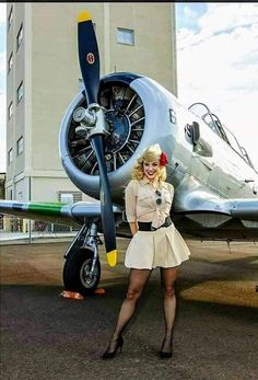 Aviation et Pinup ! - Page : 74 - Salon de discussion - FORUM Les clubs Pinup Photoshoot, Pin Up Girl Vintage, Airplane Photography, Pin Up Posters, Airplane Art, Military Photos, Military Art, Good Looking Women, Beautiful Women Pictures