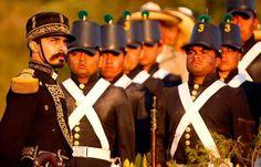 el general don porfirio diaz, comandando su ejercito, para la batalla del 5 de mayo