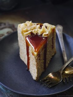 Caramel Coconut Cake (raw, and free from: gluten & grains, nuts and seeds, dairy, added oils, refined sugar)