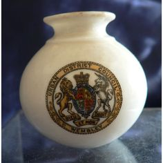 Goss Crested China - Vase From Silchester In Reading Museum - Wembley Crest