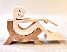 Small Wood Projects, Woodworking Projects For Kids, Wooden Lamp, Wooden Toys, Wood Toys Plans, Wood Animal, Wood Carving Art, Pallet Creations, Scroll Saw Patterns