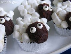 Animal cupcakes anyone can make. Lamby Sheepy, white face instead, so Casper will recognize it.