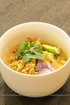 ข้าวซอย,カオソーイ,Noodle with curry soup – Thai cuisine,タイ料理。カレー味のスープにゆで麺と揚げ麺が入っているタイ北部の人気料理。