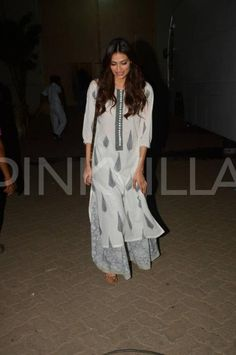 Pics: Arjun Kapoor, Ileana D'cruz and Athiya Shetty papped in the city Cotton Dress Indian, Dress Indian Style, Casual College Outfits, Business Casual Outfits, Casual Indian Fashion, India Fashion, Salwar Designs, Kurti Designs Party Wear, Indian Attire