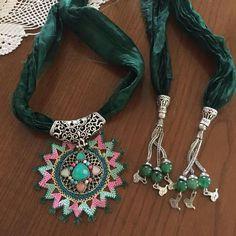 Fabric Jewelry, Jewelry Art, Beaded Jewelry, Jewelry Design, Point Lace, Crochet Art, Needle Lace, Resin Art, Needlework