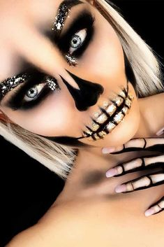 Really Cool Skeleton Makeup Ideas to Wear This Halloween ★ See more: glaminati. ideas Really Cool Skeleton Makeup Ideas to Wear This Halloween ★ See more: glaminati Halloween Inspo, Halloween Makeup Looks, Halloween Diy, Halloween Makeup Glitter, Glitter Makeup, Halloween Skeleton Makeup, Bricolage Halloween, Beautiful Halloween Makeup, Halloween Costume Makeup