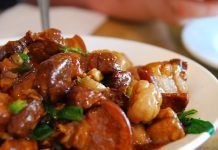 Chestnuts are braised with pork for a delicious, hearty meal. Xmas Food, Christmas Cooking, Beef Bourguignon, Braised Pork, Greek Recipes, Christmas Recipes, Recipe Collection, Healthy Cooking, Food Photography