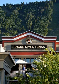 Snake River Grill Fine Dining Restaurant in Jackson Hole, Wyoming Festivals In August, Teton Mountains, Jackson Hole Wyoming, Fun Places To Go, United States Travel, Fine Dining, Restaurant Bar, National Parks, River
