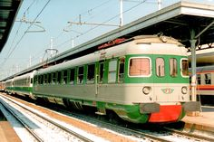 ALe 601 in composizione ad un treno d'agenzia ad Alessandria il 9 aprile 1994 - (Foto: Riccardo Genova)