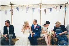 Lässige DIY-Hochzeit auf dem Land in Oxfordshire, England von Liron Erel | Hochzeitsblog The Little Wedding Corner