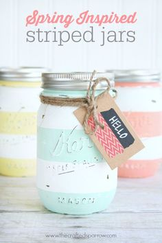 Cute DIY Mason Jar Ideas - Distressed Striped Mason Jar Vase - Fun Crafts, Creative Room Decor, Homemade Gifts, Creative Home Decor Projects and DIY Mason Jar Lights - Cool Crafts for Teens and Tween (Cool Summer Mason Jars) Pot Mason, Mason Jar Vases, Painted Mason Jars, Mason Jar Diy, Jar Candles, Glass Jars, Do It Yourself Design, Do It Yourself Inspiration, Mason Jar Projects