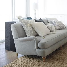 Classic sofa - Gorgeous Serena and Lily Miramar Sofa - classic furniture Ashley Furniture Sofas, Furniture Near Me, Furniture Stores Nyc, Pool Furniture, Furniture Sale, Cheap Furniture, Discount Furniture, Furniture Legs, Outdoor Furniture