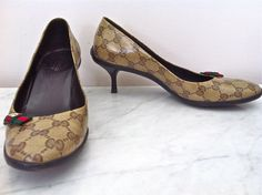 Gucci logo kitten heels Size 39.5 via The Queen Bee. Click on the image to see more!