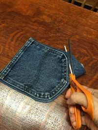 Your old jeans never looked so good. Your old jeans never looked so good. 30 Ways To Use Old Jeans For Brilliant Craft Ideas Casual and Cute Blue-Jean Coasters. These no-sew blue jean coasters are Free and Easy, and get lots of compliments. Kids could ea Jean Crafts, Denim Crafts, Upcycled Crafts, Diy And Crafts, Repurposed, Kids Crafts, Simple Crafts, Zipper Crafts, Glue Crafts
