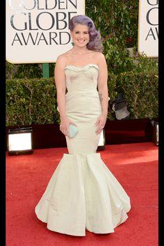 Celebrities en la alfombra roja de la 70 edición de los Globos de Oro: Kelly Osbourne de Zac Posen | Galería de fotos 33 de 90 | Vogue