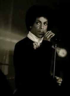 One of the sexyist photos of Prince. Prince And Mayte, Montreux Jazz Festival, Pictures Of Prince, Prince Images, Gonna Make You Sweat, High School Memories, The Artist Prince, Top Pic, Sometimes I Wonder