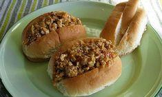 Recette : Petits pains fourrés, spécial de maman. Slaw Recipes, Sandwich Recipes, Hot Dog Buns, Hot Dogs, Gumbo, Finger Foods, Sandwiches, Buffet, Good Food