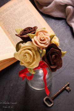 Il cioccolato plastico l'alternativa alla pasta di zucchero: rose tipo due Dolce, Cake Decorating, Passion, Cakes, Chocolate, Desserts, Food, Tailgate Desserts, Deserts